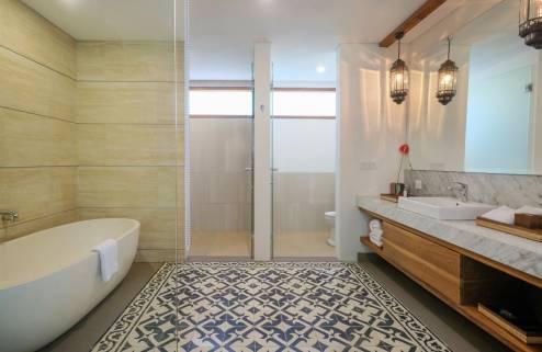 bathroom-premiere-room-1562228506.jpg